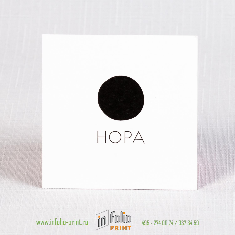 Строгая минималистичная черно белая визитка квадрат