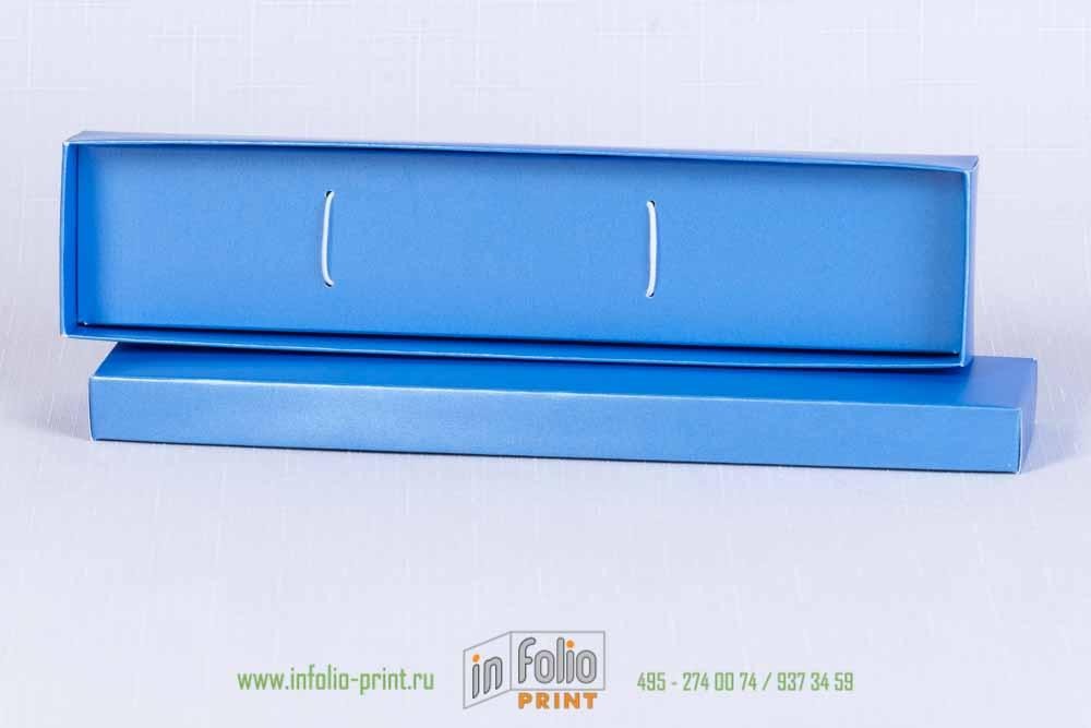 Упаоквка для ложки из голубой перламутровой бумаги