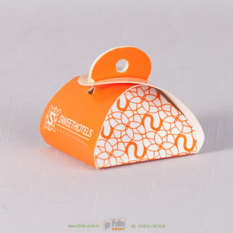 Упаковка для конфеты в подарок посетителям отеля