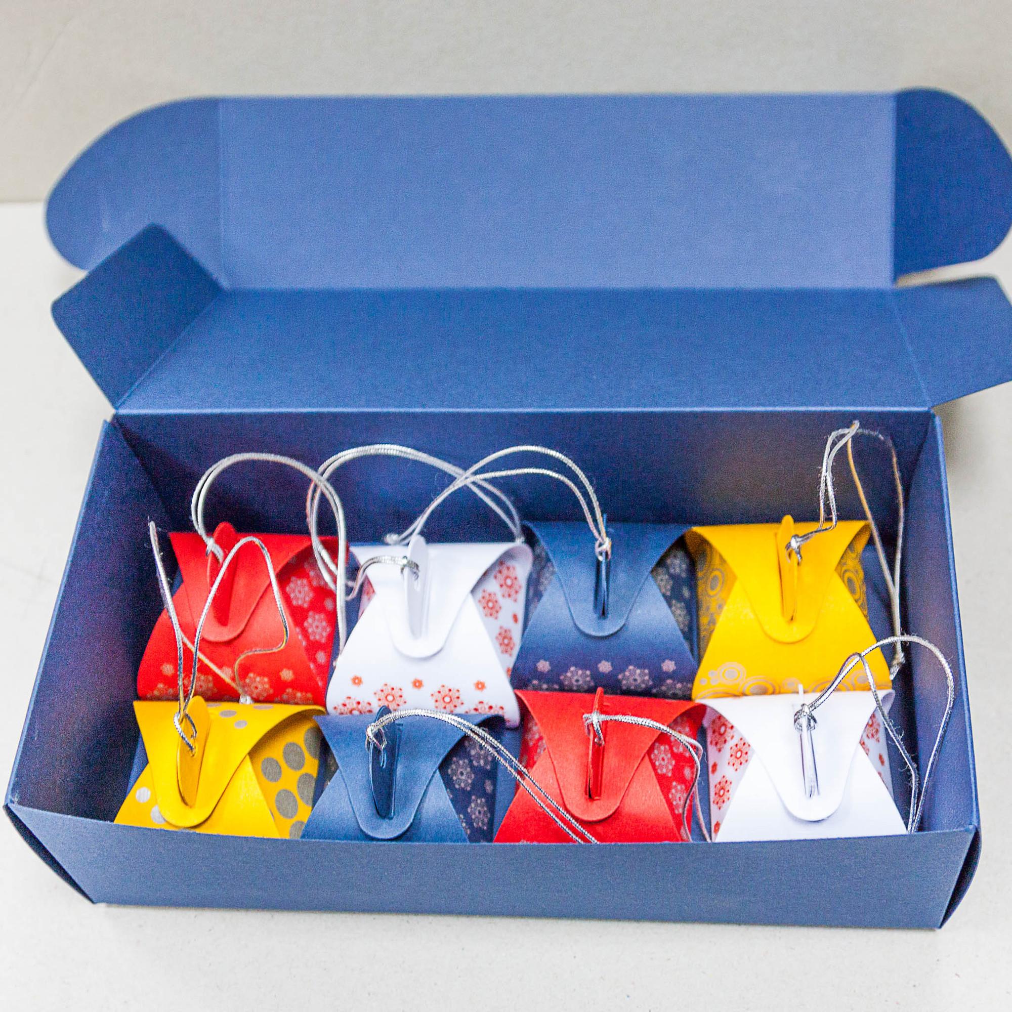 Набор с игрушками для шоколадки из 8-ми штук
