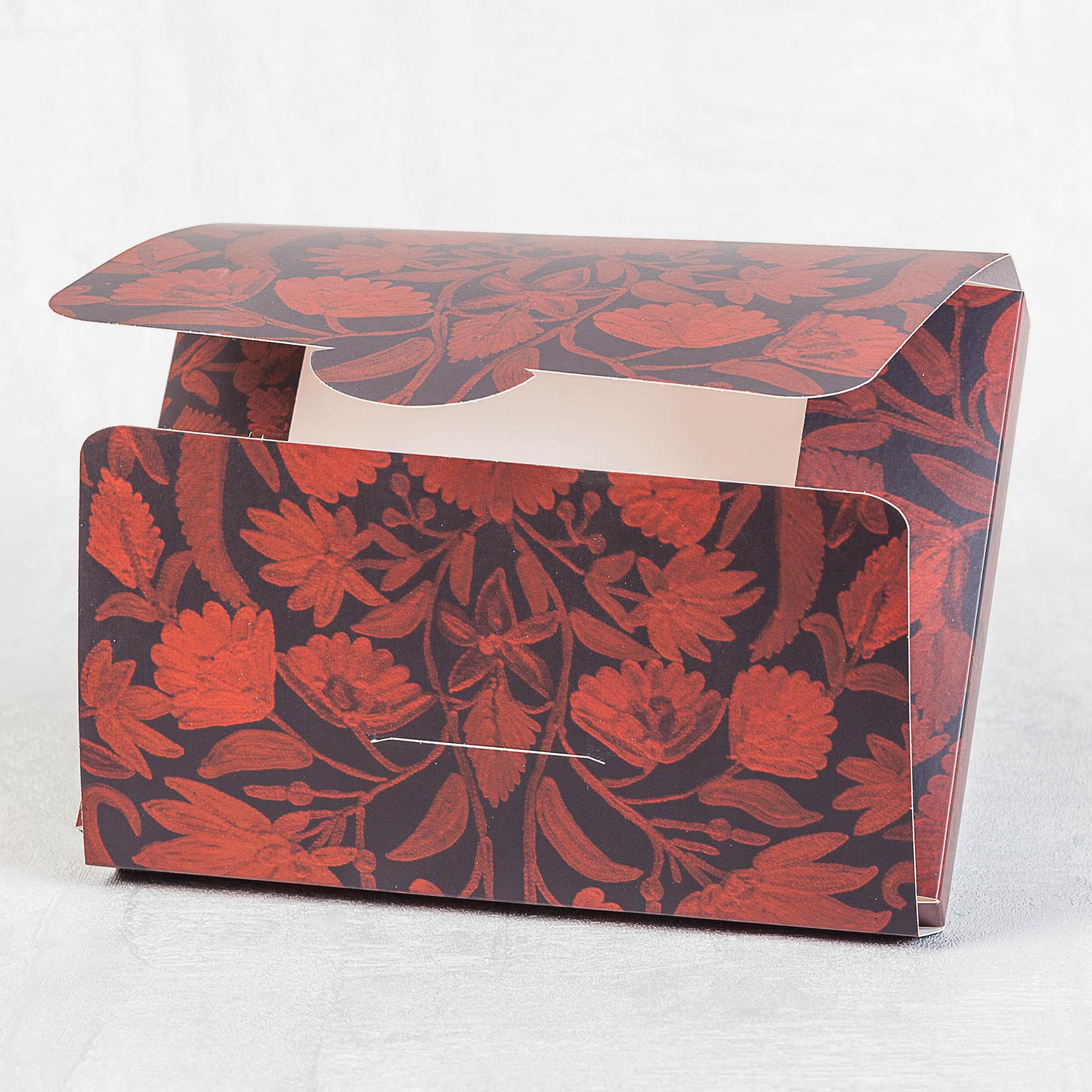 Картонная упаковка для подарка с логотипом
