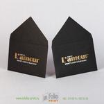 Тиснение двумя видами фольгои на конверте из текстурной дизайнерской бумаги