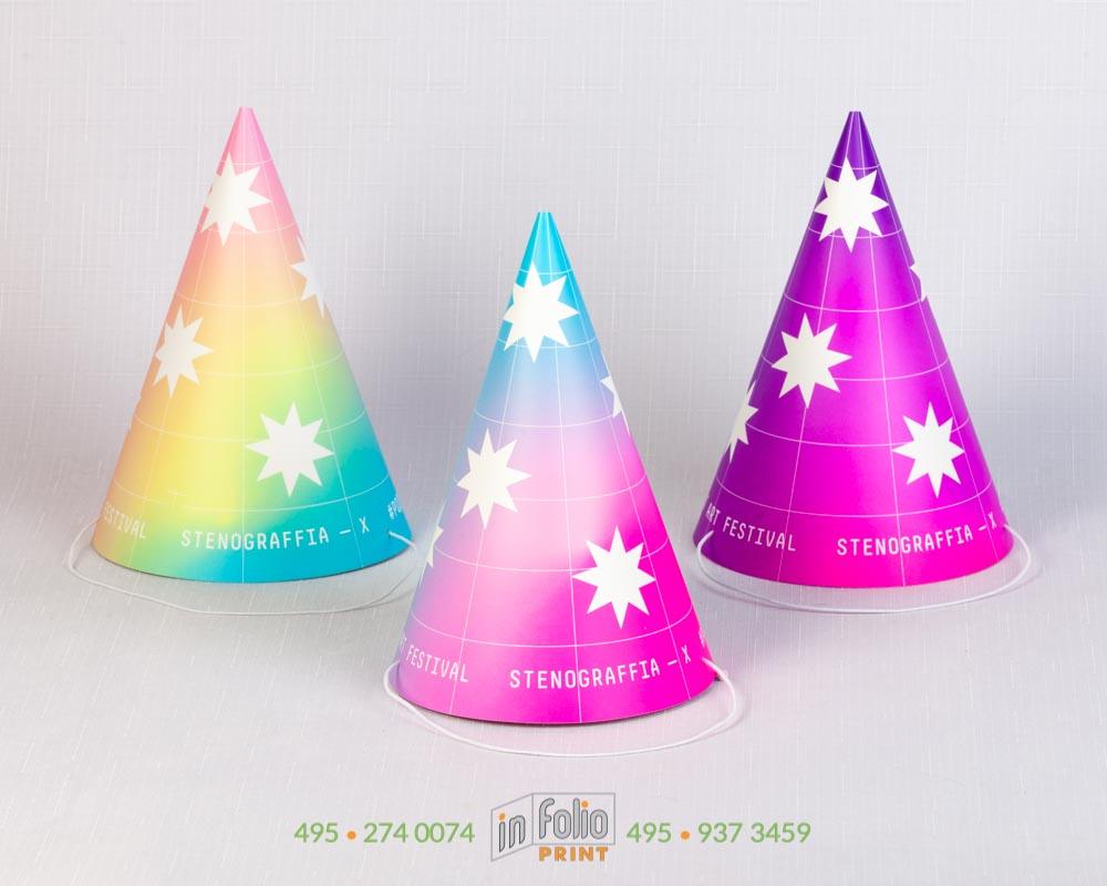 Разноцветные светящиеся колпачки в УФ свете