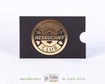 Черный конверт с золотым тиснением фольгой