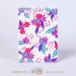 Блокнотик с цветочным принтом на белом фоне