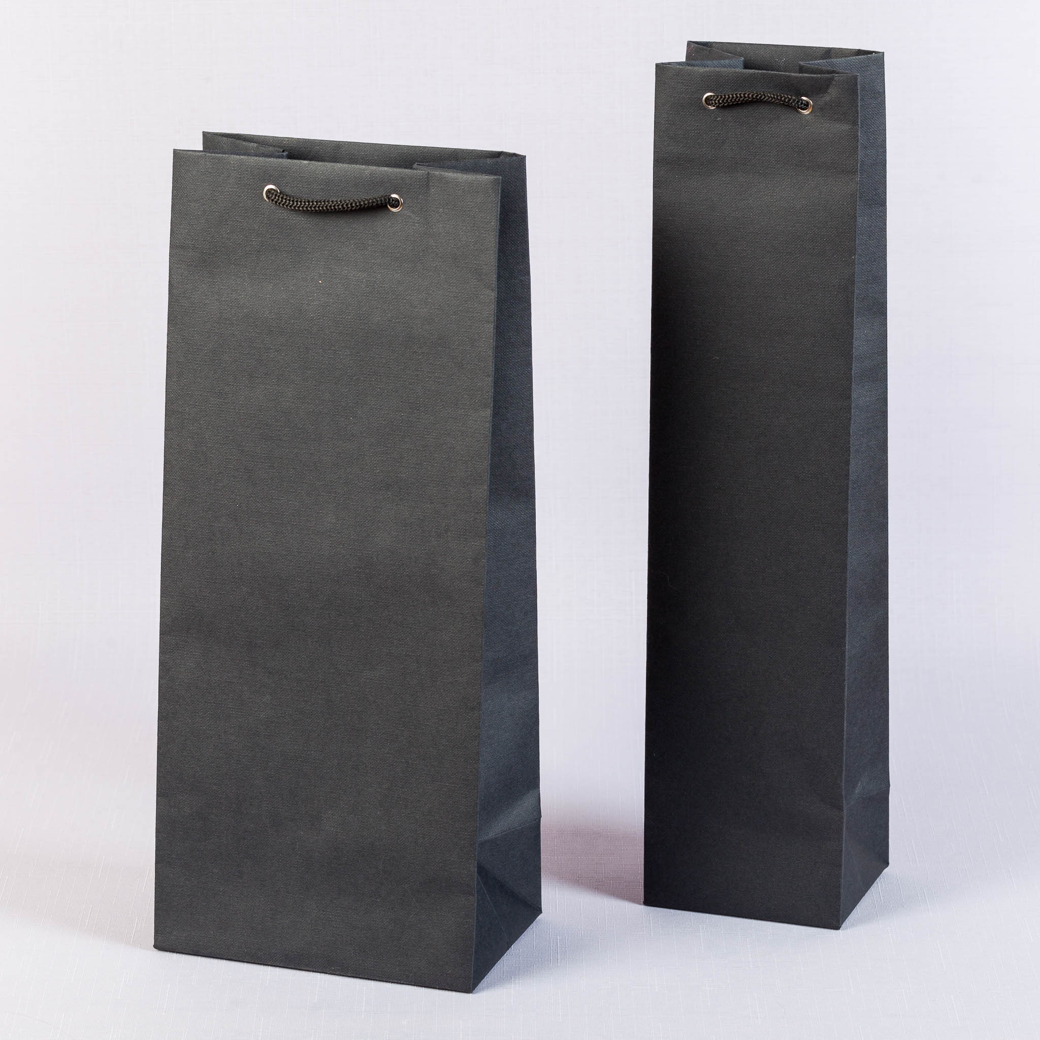 Черные пакеты под бутылку из переплного материала