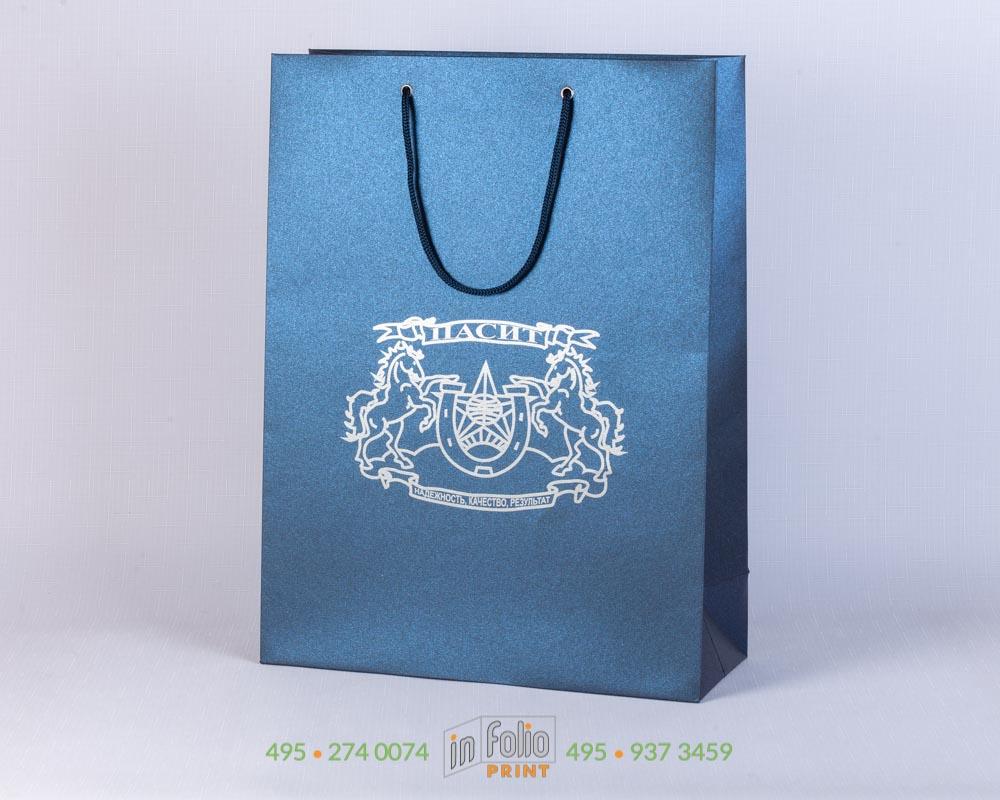 пакет из сияющего синего маджестика с серебром