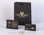 Черный пакет с золотым тиснением для парфюмерной компании