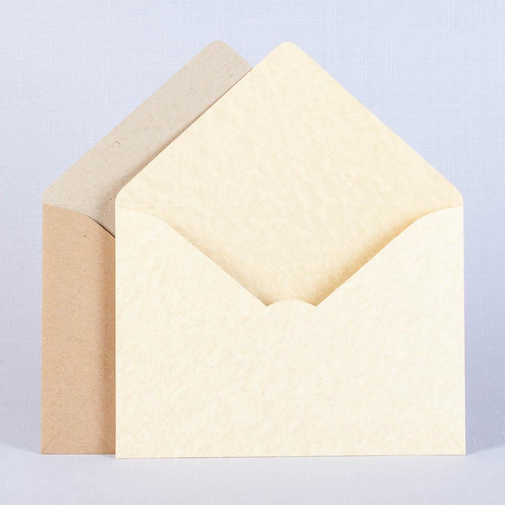 Крафтовые конверты различных оттенков