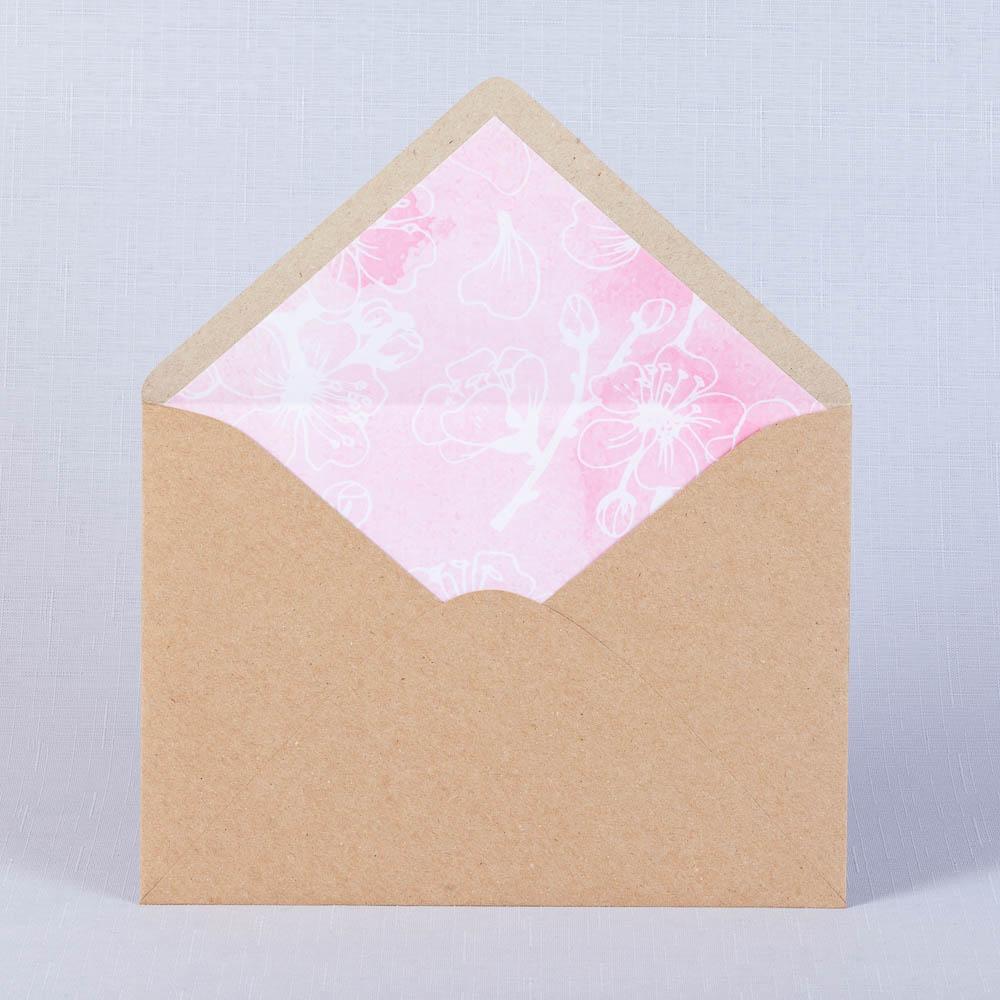 Конвертя для свадьбы из крафта с розовым принтом